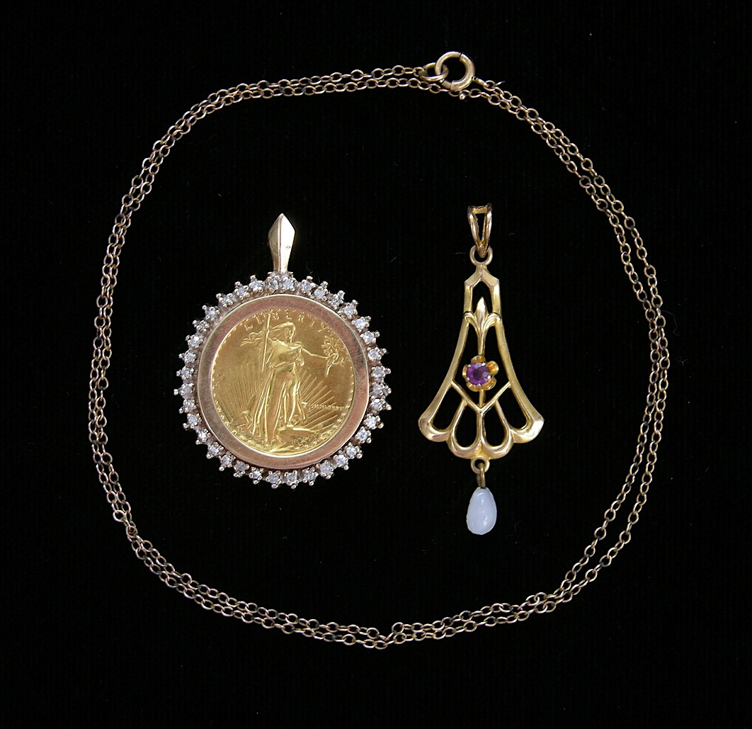 us gold coin pendant with diamonds and a gold chain with