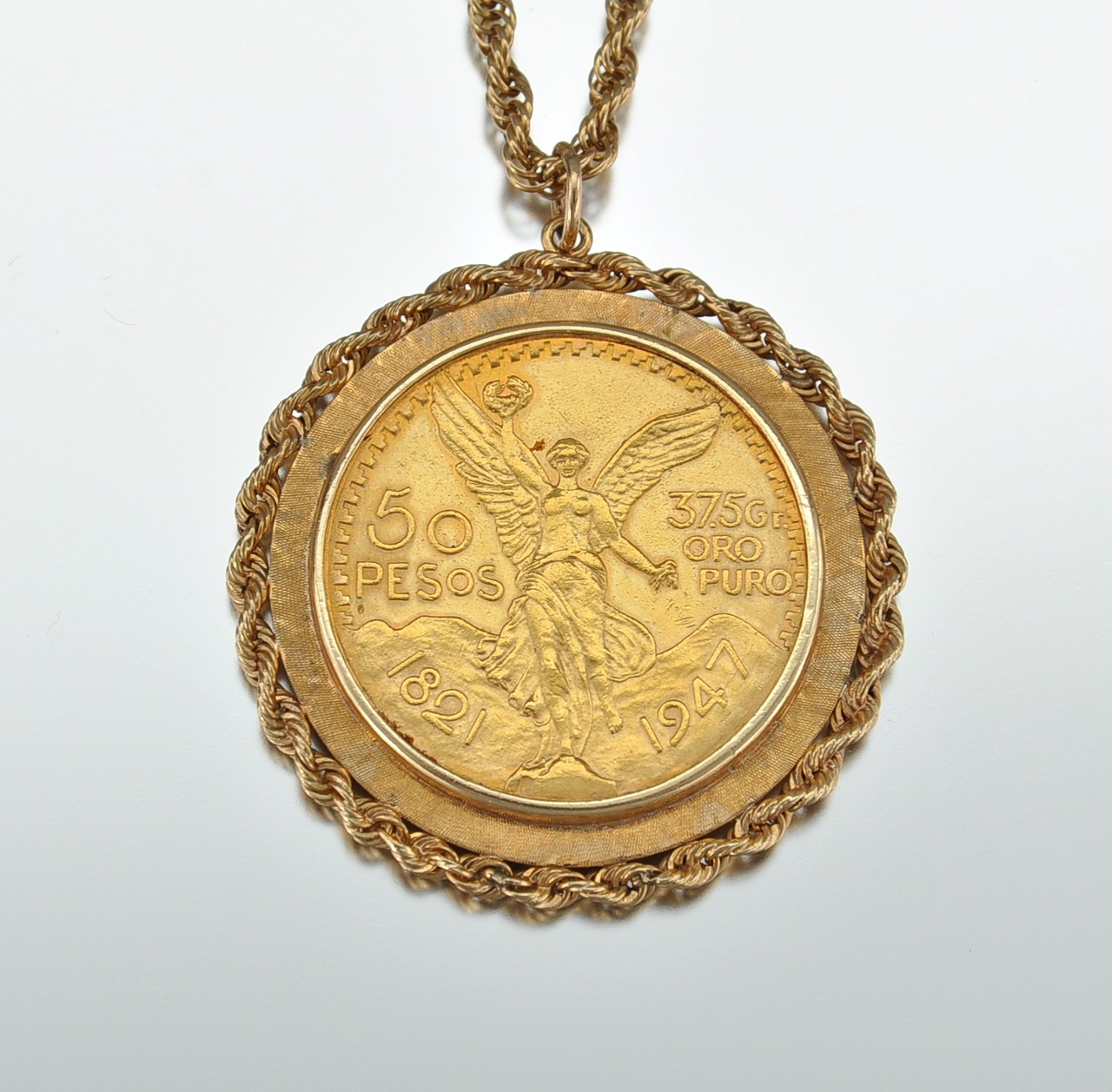 A Mexican 50 Peso Gold Coin As Pendant With Gold Chain 112009