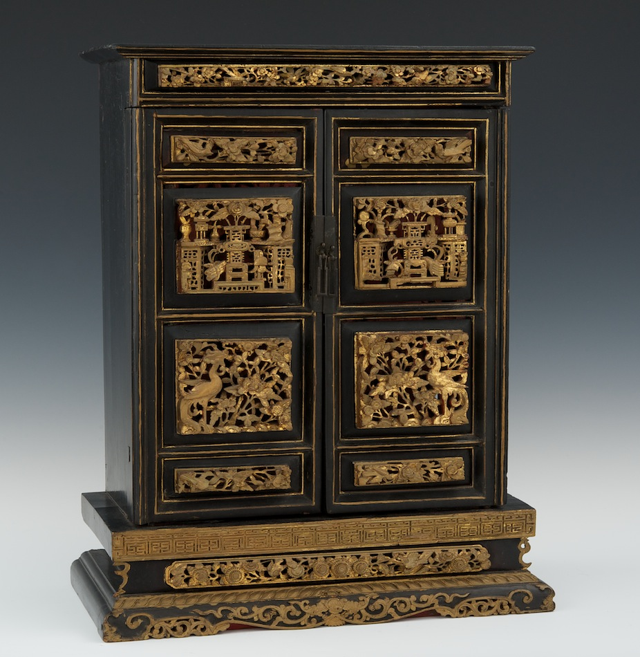 An Antique Japanese Wood Carved Lacquer and Gilt Temple Table Shrine Cabinet,  Meiji - An Antique Japanese Wood Carved Lacquer And Gilt Temple Table