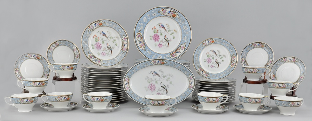 A Large Set of Royal Bavarian Hutschenreuther Dinnerware Selb Germany Early 20th Century & A Large Set of Royal Bavarian Hutschenreuther Dinnerware Selb ...