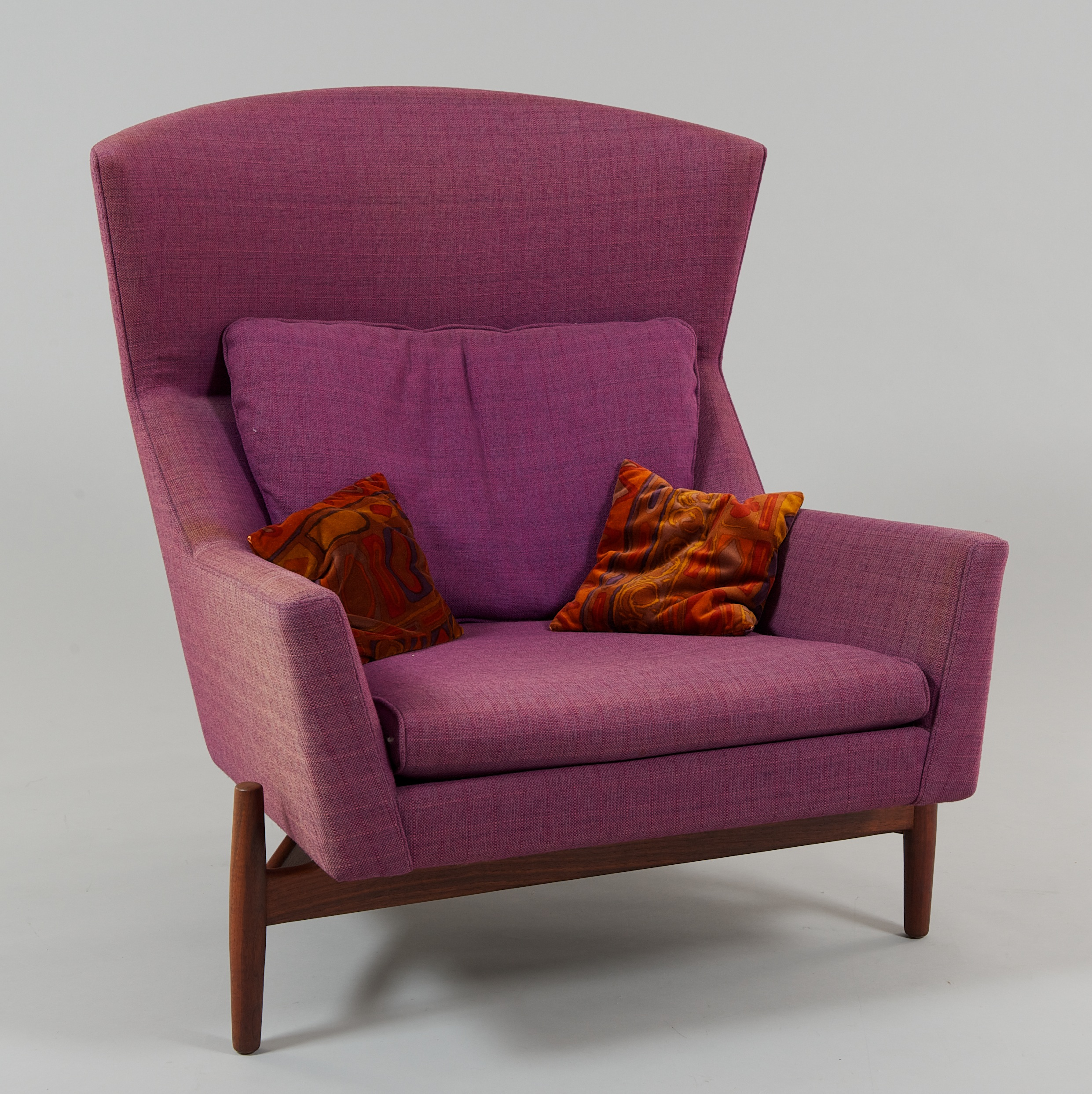 a jens risom design lounge chair 09 25 10 sold 891 25
