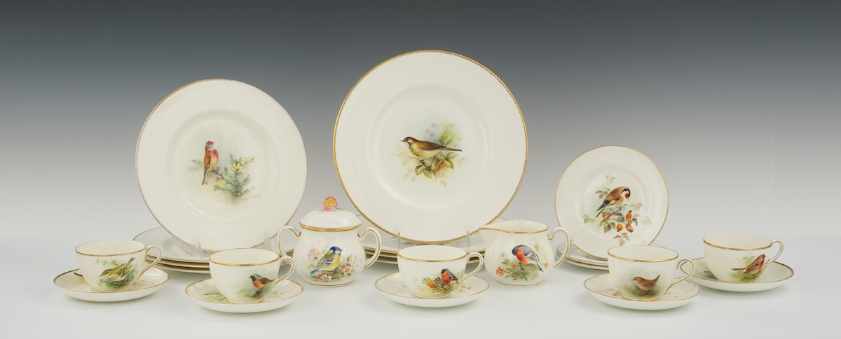 Royal Worcester \ Small British Birds\  Porcelain Dinnerware Hand Painted by Roberts William & Royal Worcester \