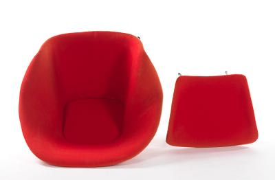 Knoll Saarinen Womb Chair With Ottoman In Hopsack In Red