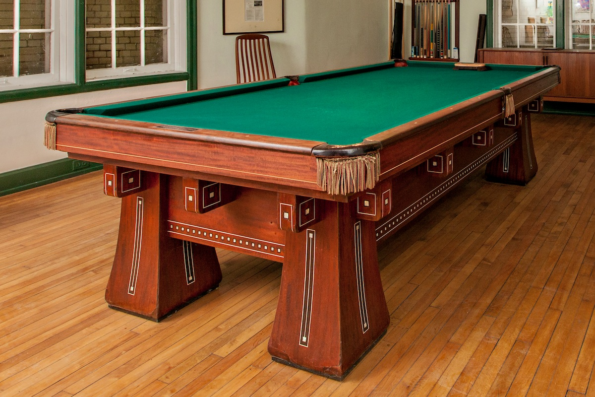 Delicieux A Johnny Kling Brunswick Balke Collander Pool Table, 1914