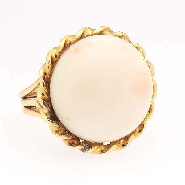 ef6411b5aeb5 Ladies  Gold and Angel Skin Coral Fashion Ring
