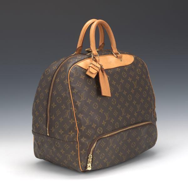 cbd0152c9ac7 Louis Vuitton Monogram Evasion Bag